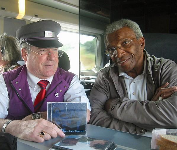 Jeannot cchef de bord et Clyde WRIGHT parrain du Gospel dans le monde